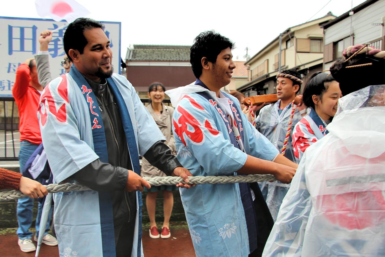 Xavier Exchange Students Participate in Sawara Festival